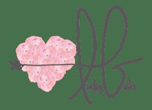 Lindsey Baker Artist and Photographer Logo- Corpus Christi Moms Blog