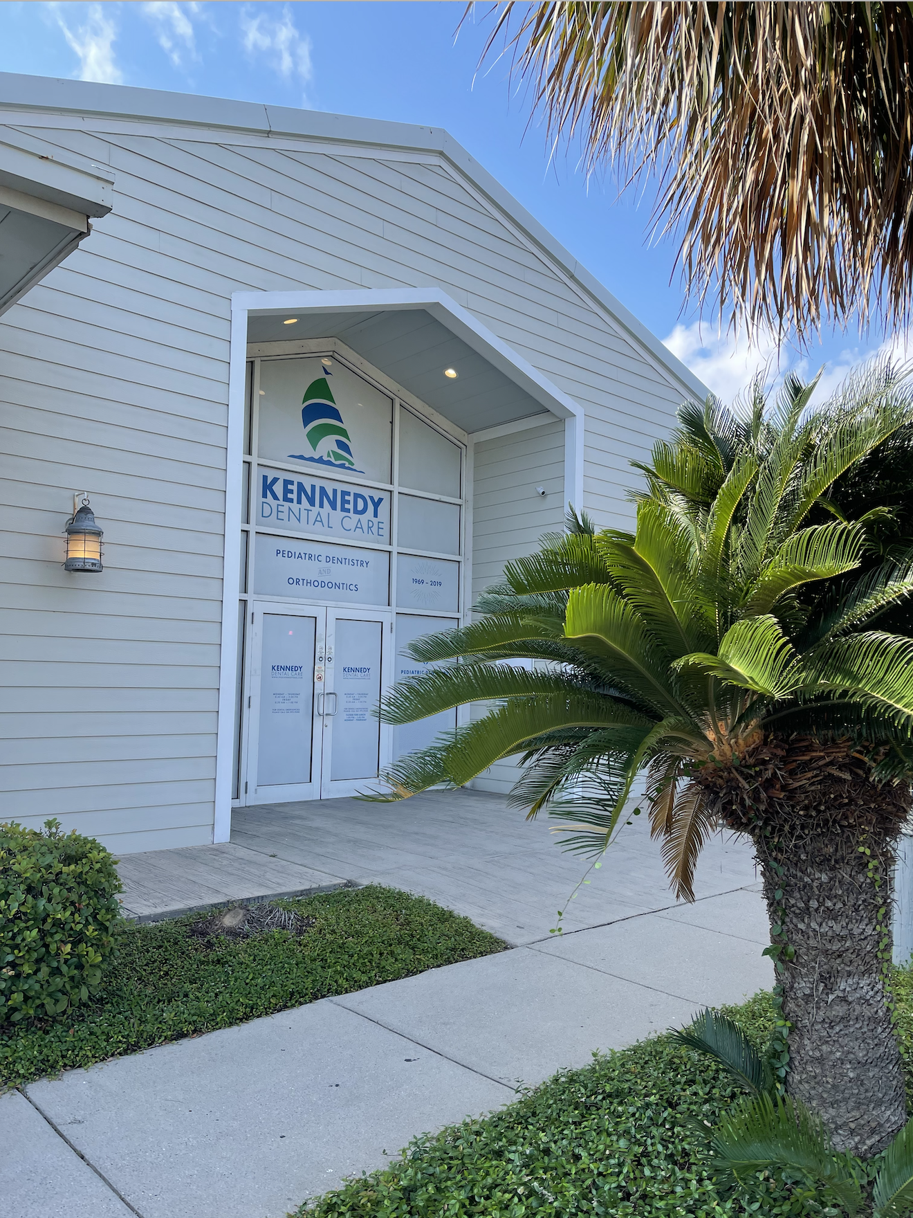 Image of the outside of the Kennedy Dental Offices on Saratoga Blvd in Corpus Christi